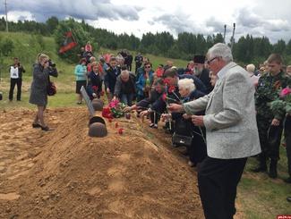 Церемония захоронения 29 советских солдат состоялась в Псковской области