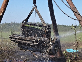 Поисковики Татарстана подняли из болота мотор самолета Пе-2