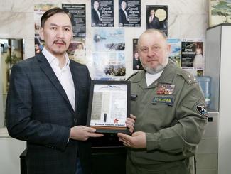 Поисковики Республики Алтай передали личные вещи сержанта Александра Кузнецова для вручения родственникам