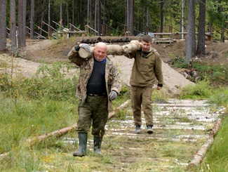 Генеральный субботник на «Кургане Славы» провели поисковики в преддверии Дня обороны Петрозаводска