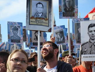 Бойцы и командиры «Поискового движения России» прошли в шествии «Бессмертного полка» в  Москве