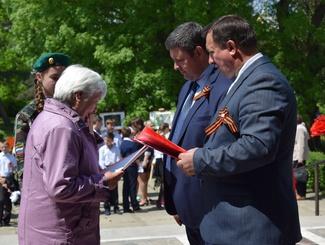 На Ставрополье поисковики вручили родственникам документы о судьбах одиннадцати красноармейцев
