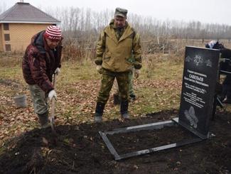Памятник на захоронении гвардии красноармейца Константина Савельева установили поисковики в Чувашии