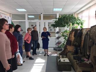 Поисковики ХМАО провели выставку к 75-летию обороны Аджимушкайских каменоломен
