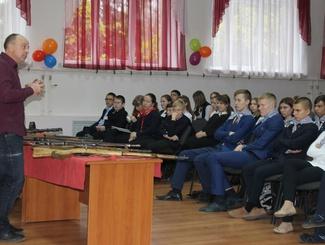 Липецкие поисковики провели встречу с учениками школы №47
