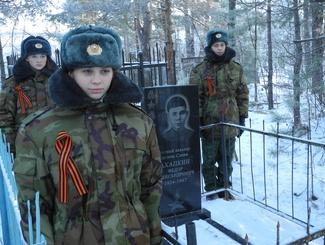 Памятник на месте захоронения полного кавалера ордена Славы Федора Ахапкина восстановили поисковики Алтайского края
