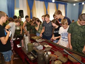 Астраханские поисковики провели Урок Мужества в детском оздоровительном лагере «Чудотворы»