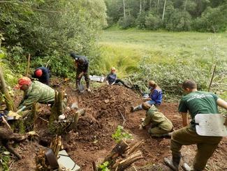 Оренбургские поисковики обнаружили в Новгородской области останки 9 защитников Отечества
