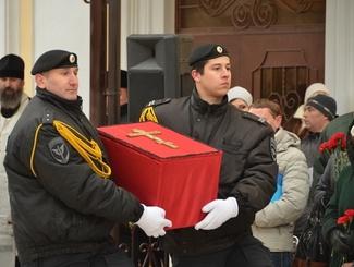 Останки солдата, пропавшего без вести в годы Великой Отечественной войны, передали родственникам в Оренбургской области