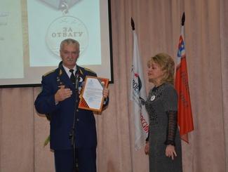В Иваново накануне Дня Неизвестного солдата внучке передали медаль деда, найденную поисковиками