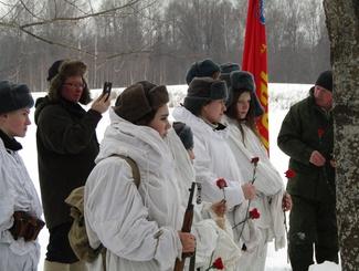 Памятные мероприятия в честь 75-ой годовщины начала Вяземской воздушно-десантной операции провели поисковики в Смоленской области