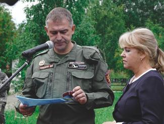Поисковики передали медаль «За Отвагу» Карпова Егора Филипповича в музей «Зайцева гора»
