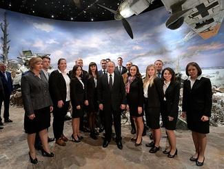 Владимир Путин осмотрел трехмерную панораму «Прорыв», созданную командой «Невский баталист»