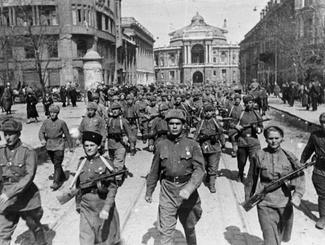 Жители Одессы отмечают 70-летие освобождения города от фашистских захватчиков