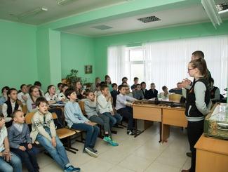 Поисковики казанского отряда «Легион» провели урок Мужества для учащихся Международной Академии Образования
