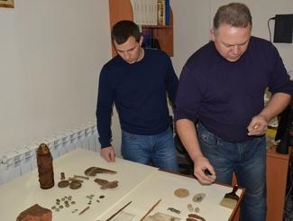 Сахалинские поисковики передали музею находки времен русско-японской войны 1904-1905 годов