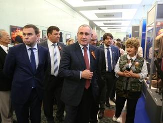 """В Госдуме открылась выставка """"Вечная слава героям войны!"""""""