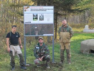 Сахалинские поисковики устанавливают информационные стенды возле памятников воинской славы