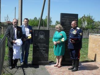 Брянские поисковики установили памятник Герою Советского Союза