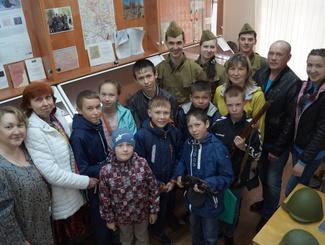 Уникальную экскурсию на марийском языке провели поисковики отряда «Воскресенье» для учащихся школы деревни Шордур