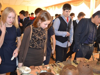 Поисковики Тюменской области рассказали школьникам о Дне Неизвестного солдата