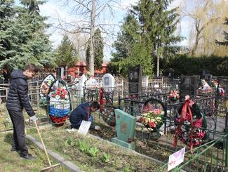 Активисты тамбовских поисковых отрядов благоустроили могилы ветеранов Великой Отечественной войны