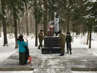 Московские поисковики привели  в порядок памятник «Скорбящей матери» близ деревни Секерино