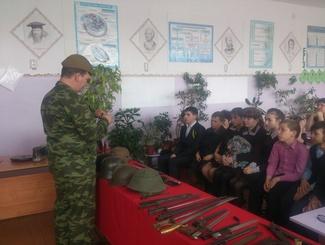 Оренбургские поисковики проводят встречи со школьниками Бугурусланского района