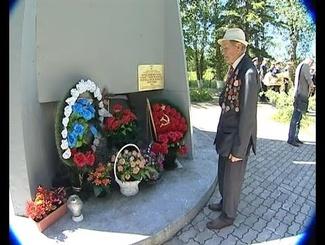 Захоронение солдат, найденных поисковиками в Калининградской области