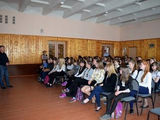 Вологодские поисковики рассказали учащимся школы №3 города Сокол о своих проектах