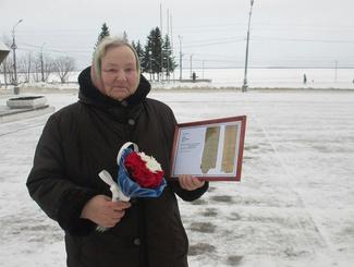 В Архангельске родственникам погибших солдат вручили медальон и копии наградных документов