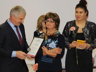 Глава Рыбинска поздравил победителя фотопроекта «Мгновения поиска» Марину Морозову