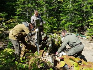 Сахалинские поисковики установили памятную табличку на месте крушения самолёта Ил-2КР