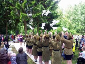 Торжественное погребение 14 солдат Красной армии состоялось в Тверской области