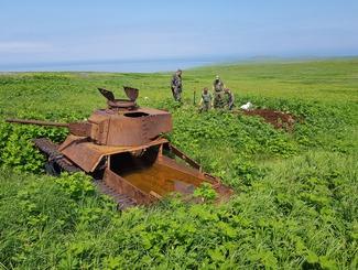 Сахалинские и Хабаровские поисковики обнаружили останки пяти красноармейцев на острове Шумшу