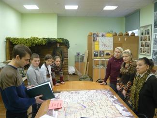 Московские поисковики передали солдатский медальон семье красноармейца Петухова
