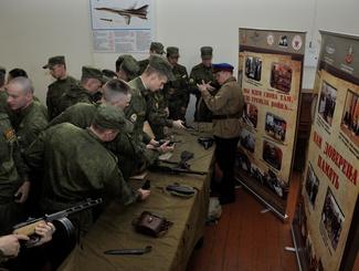 Активисты «Поискового движения России» рассказали о своей работе курсантам Краснодарского военного авиационного училища