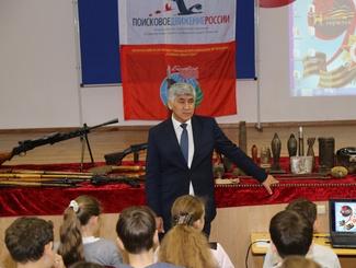 Астраханские поисковики представили выставку находок, сделанных на полях сражений, учащимся школы № 28